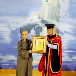 Dharma Master Cheng Yen Receives Honorary Doctorate
